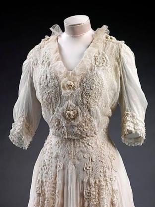 1904 day dress
